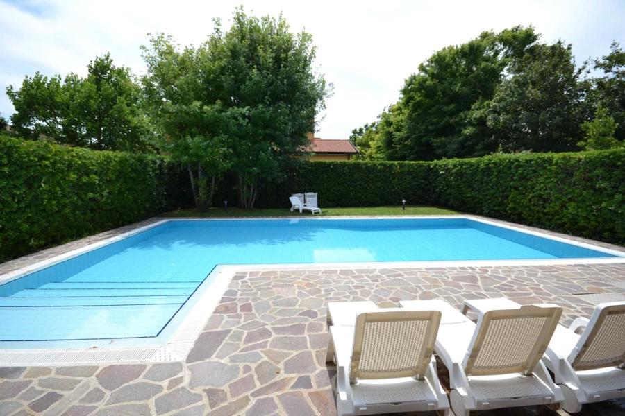 Case vacanza albarella villa con piscina appartamenti - Ville con piscina ...